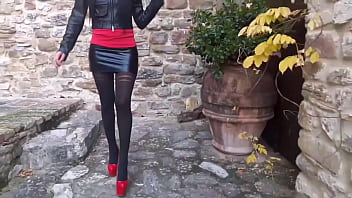 Laura on Heels amateur 2021. 30 minutes compilation of high heels and pantyhose 27 min