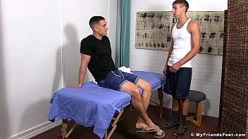 KC enjoys a relaxing foot massage combined with foot worship 8分钟