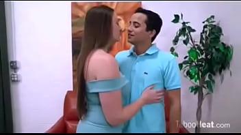 Una Madre Y Su Hijo Salen Juntos A Una Fiesta. (Subtitulado Español).