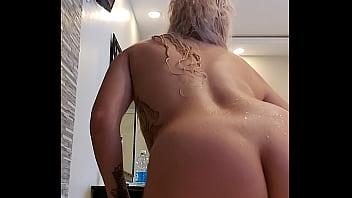 Alina modelista porn star masturbating in the zacuzzi