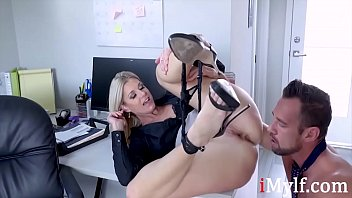Blonde MILF Boss's Weakness- India Summers 8分钟