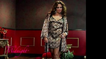 Seven Til Midnight 30112X Joan Plus Size Chemise and Robe(iphone)