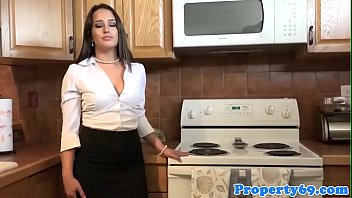 Realtor babe screws client for commission
