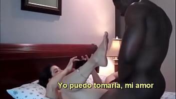 Mi mujer, encantada con el negro que conocimos en Panamá.