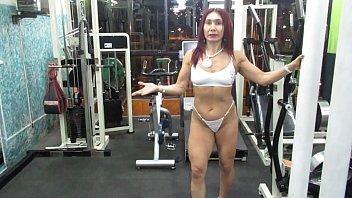 Nude sculptures Workout hot de piernas en hilo dental de la escultural diosa milf