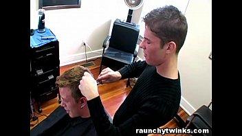 "Horny Gay Blows His Cute Hairdresser At The Salon <span class=""duration"">8 min</span>"