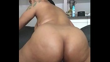Juicy booty ebony bouncing on Dick