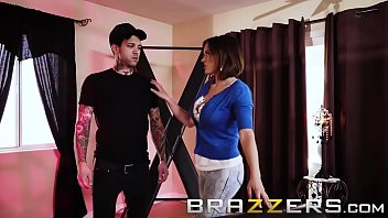 (Krissy Lynn, Small Hands) - How To Train Your MILF - Brazzers