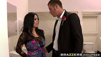 (Sienna West) gets fucked in the bathroom at prom - Brazzers