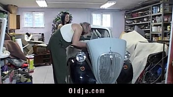 Xxx old young service in a car garaje 6 min