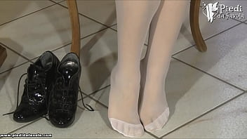 PiediDaFavola.com-Valentina-Schoolgirl