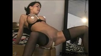Horny Webcam Girl fucks her bedpost and lets you watch!