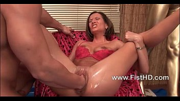 Horny slut Maia takes a big fist up her snatch 4分钟