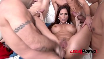 Intense Milf Syren De Mer rocks with the Big Cocks - 5on1 DAP porno izle