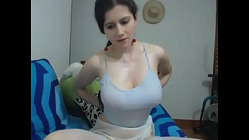Nice Tits Plays Pussy On Cam