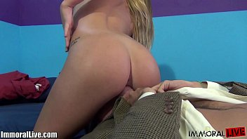y. does a messy squirt while being fucked! 10 min