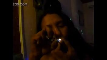 casqueirinha gosta de fuma pelada 61秒