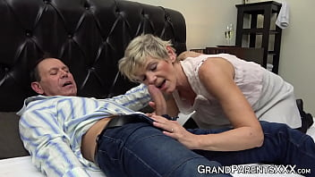 Hot granny teaches naughty redhead how to suck grandpa