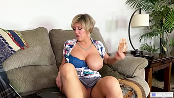 Naughty Mom Found Stepdaughter's Masturbation Video on her Mac  - Tiffany Watson, Dee Williams Porno indir