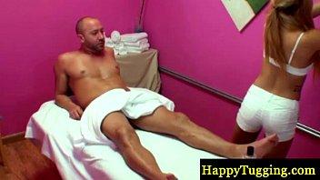 Blonde asian masseur sucking his cock 6分钟