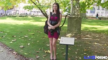 Rebecca Volpetti, étudiante très sexy et folle ...