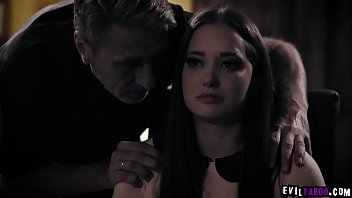 Gia Paige is getting married sson so she confesses with his horny priest Steve Holmes and ended up having a hardcore sex with him. 6分钟