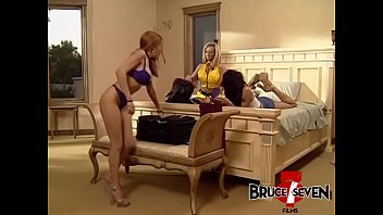 Sindee Coxx in toying threesome with two lesbian succubi