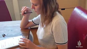 Süße Studentin beim Lernen zerfickt!