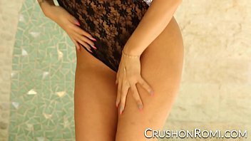 Crush Girls - Romi masturbates in the window 5 min