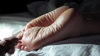 Cumming On Girlfriend's Feet #1 2分钟