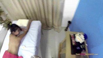 Skinny Oriental allows masseur to roam her naked body porno izle