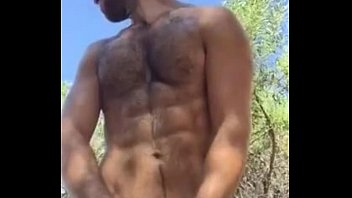 Gay video muscle beach Chongo paja y leche en la playa