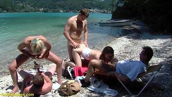 ปาร์ตี้ริมสระน้ำพากันมาเย็ดที่ริวทะเลโคตรเงี่ยนเลย