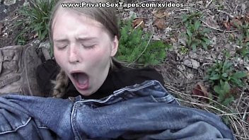 Passionate couple porn scenes in the desolate woods 6分钟