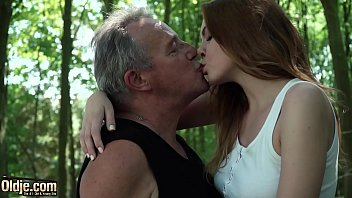 Sexy young redhead seducing grandpa and has incredible sex with him 10分钟