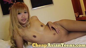 Taking home a Thai bargirl in Bangkok 1