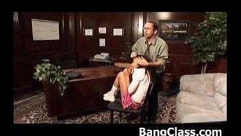 ロリ体系の女の子がヤリチン男たちの肉便器状態のロリ系動画