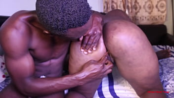 This thug, bandit dude from Douala dips his hand in the virgin ass of the street girl yaounde prostitute.  African thugs