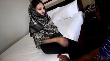 """Hijab Room Service"" فتاة مراهقة عربية Shy 18yo Arab teen maid brings extra pillows and gets stuffed with big black cock. Hardcore taboo arab teen interracial fucking on theshimmyshow episode 51 TRAILER ft Jasmine Angel porno izle"