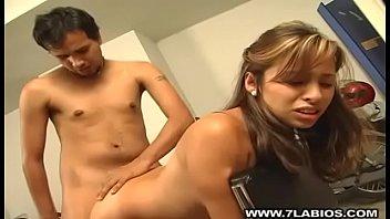 Yenny en el taller de la moto Porno indir