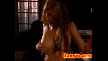 Angie Everhart Desnuda y Follando en Depredador Sexual