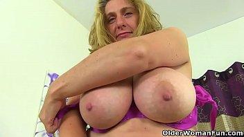 English milf Camilla Creampie dildos her shaven fanny