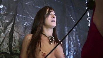 Samia, jeune beurette domine un travesti en SM