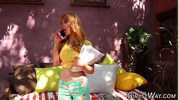 Streaming Video Ginger lez tastes snatch - XLXX.video