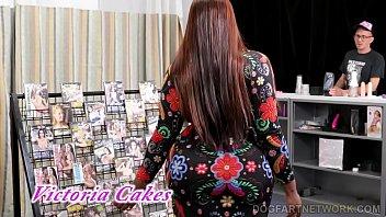 Victoria Cakes Tries Gloryhole