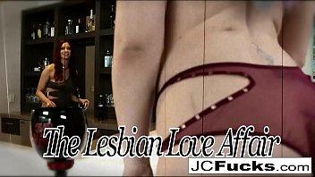 3-way lesbian romp in a dark theatre 7 min