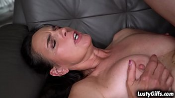 Hot cougar Mariana sucking the youngsters big juicy cock deep down to her filthy throat in the living room