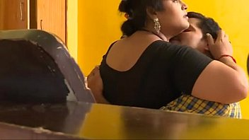 Sex shakeela Mallu indian babhi and young boy sex captured by room boy