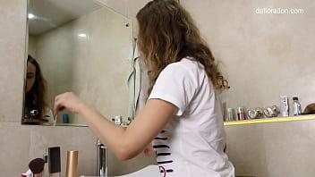 Margaret Robbie first time shower masturbation 7 min