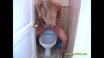 cute peeing girls